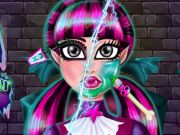 Draculaura Total Makeover